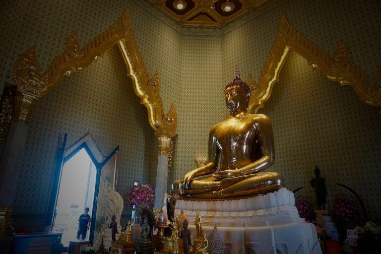 6 Striking Photos of The Golden Buddha at Wat Traimat