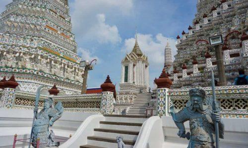Wat Arun guarded by statues