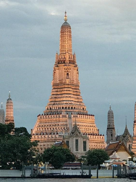 Wat Arun, Bangkok sunset close-up