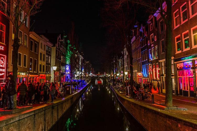 Cool Things to Do in Amsterdam - Red light district