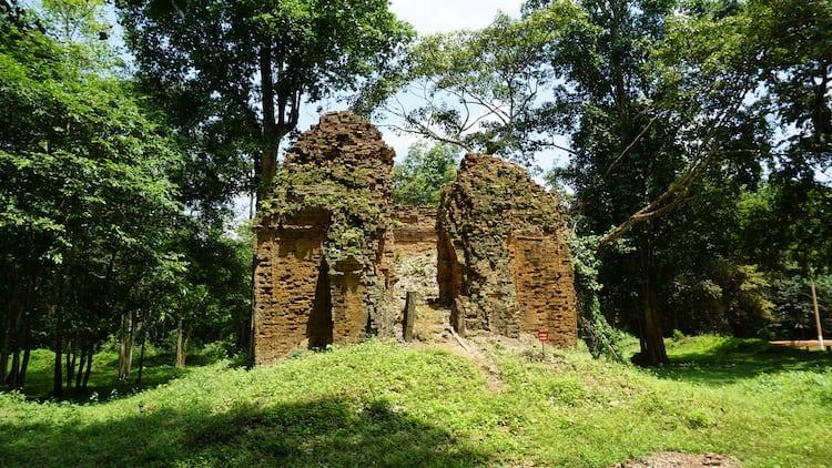 Sambor Prei Kuk, Temple Damaged by Bomb
