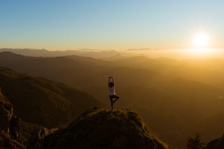 8 Basic Yoga Poses to Keep you Flexible Whilst Traveling