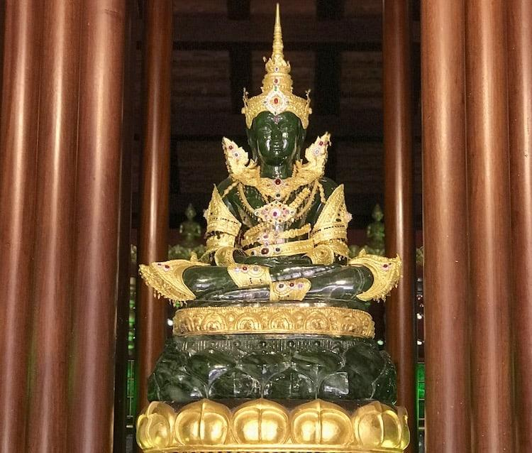 An image of Buddha, green in colour (made of Emerald) with rings of gold around it