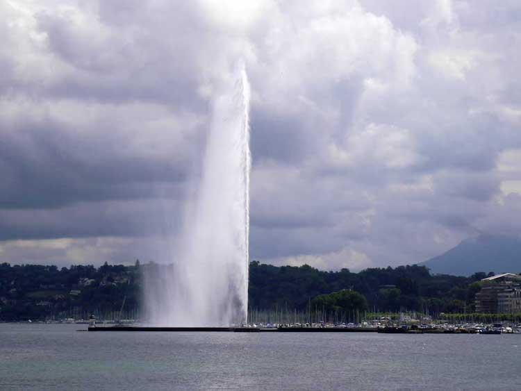 A huge water jet coming out from the centre of Lake Geneva