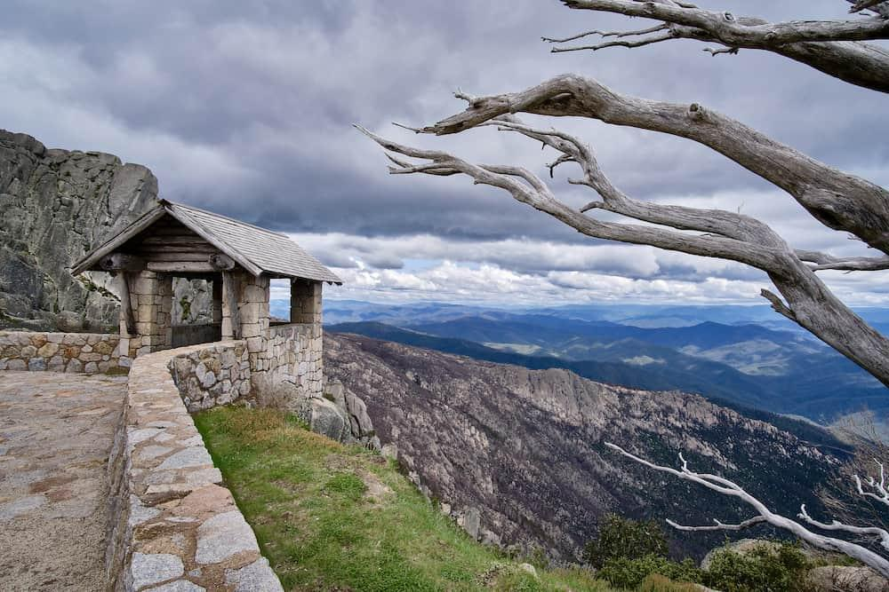 mount buffalo hut