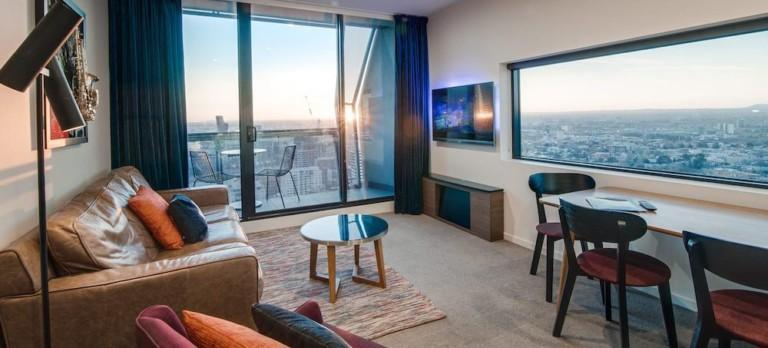 8 Best Hotels with a Balcony in Melbourne